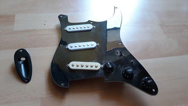 Stratocaster maskownica plus pickapy sss