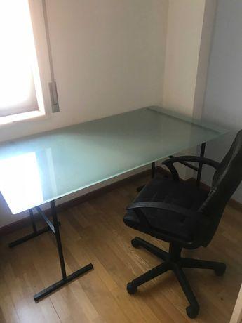 Conjunto de mobília para escritório - secretária, cadeira e armário