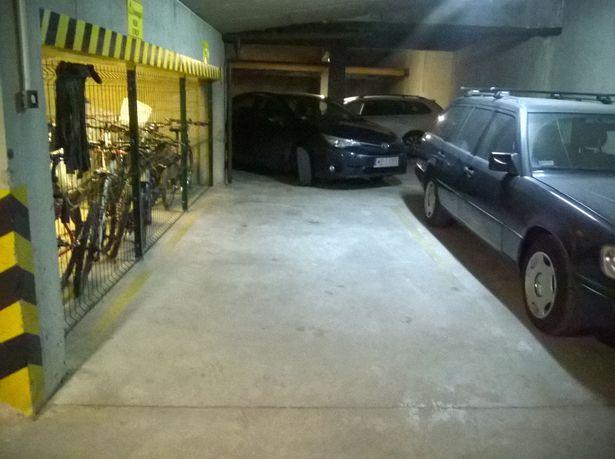 OKAZJA Kabaty miejsce postojowe garaż metro ochrona pilot