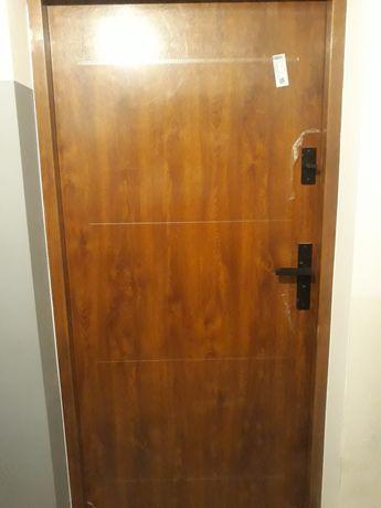 Drzwi zewnetrzne antywłamaniowe