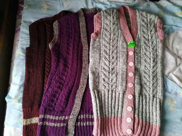 Жилетки вязані
