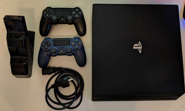 Playstation 4 Pro / 1TB / 2 Pady / Ładowarka / Gry