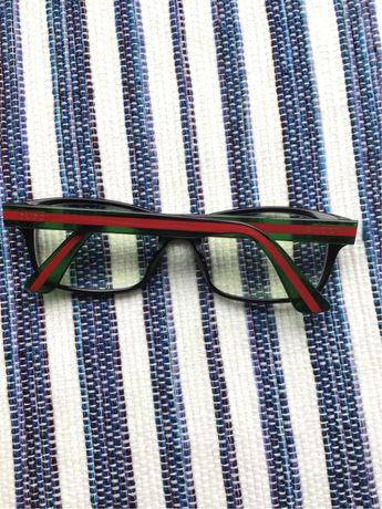 Armacão e lentes Gucci c/bolsa incluída