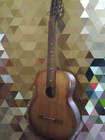 Гитара для новичка(шестиструнная)