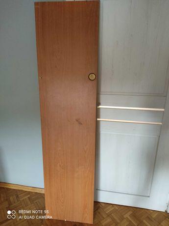 Drzwi przesuwne do sypialni w przyczepie Wilk de Lux