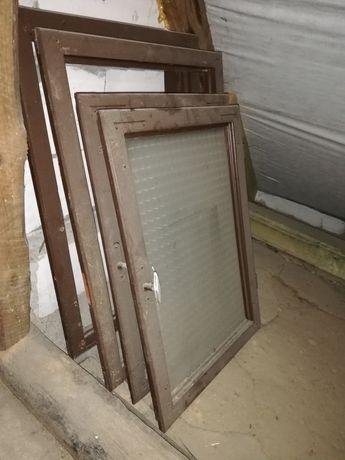 Stare okna okienko okno drewniane rama z drewna szyba szyby szkło