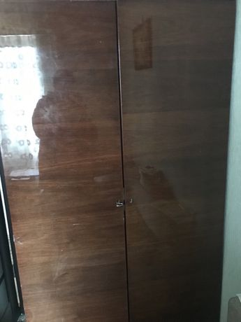 Дводверна полірована дерев'яна шафа (2 штуки)