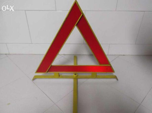 Triangulo de carro antigo