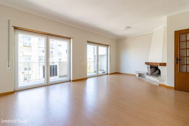 Apartamento T3 totalmente remodelado