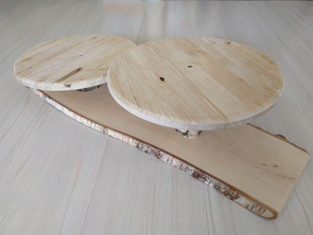 Piętrowa patera drewniana na tort w stylu rustykalnym