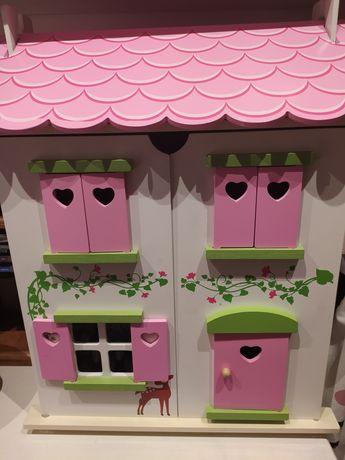 Jak nowy domek dla lalek drewniany.