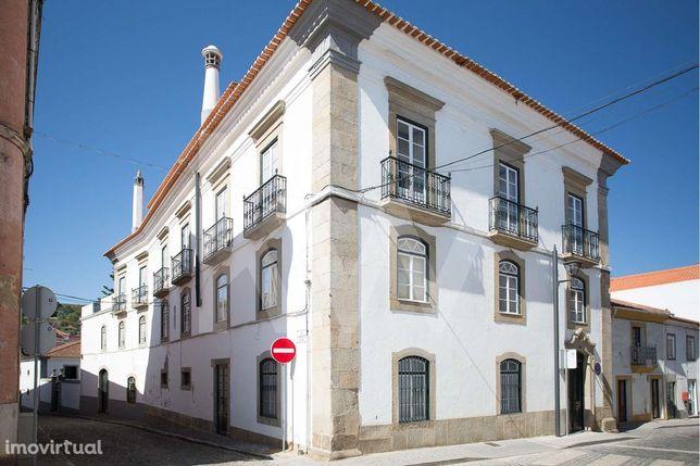 Casa Senhorial - Quarteirão no Centro Histórico de Montemor-o-Novo