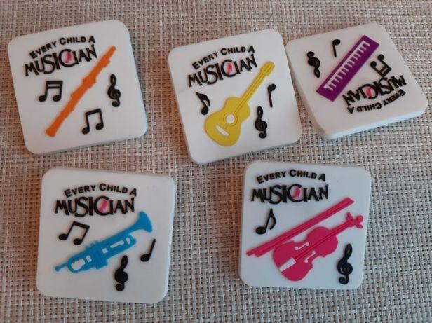 значок резина набор 5шт музыкальные инструменты every child a musician