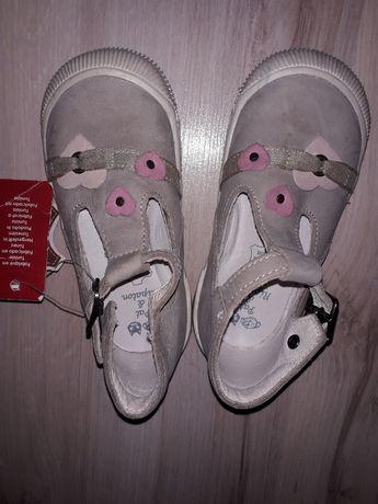 Туфельки для девочки+мокасины в подарок