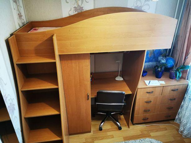 Двухъярусная кровать с шкафом,полками и столом+ вместительный комод