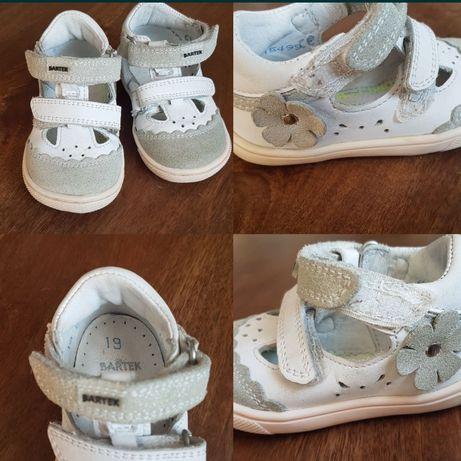 Bartek wiosna rozmiar 19 i sandałki Adidas