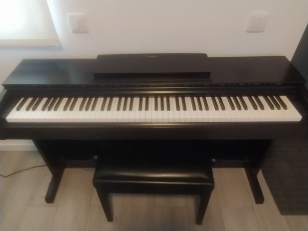 Piano digital Yamaha Arius YDP 143