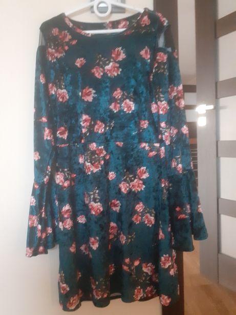 zielona sukienka w kwiatki 146