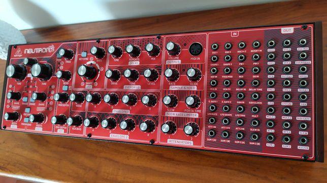 Behringer Neutron sintetizador analógico