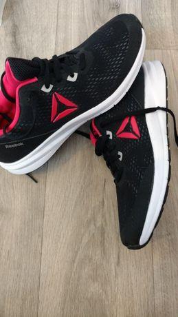Кросівки Reebok.