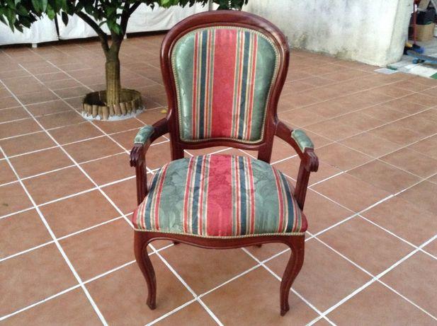 Cadeirão em madeira -Poltrona - cadeira com braços -preço 140€