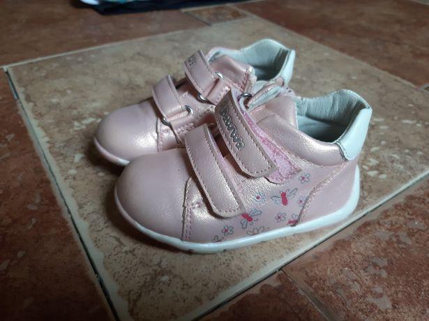 Туфлі, ботінки, кросівки для дівчинки