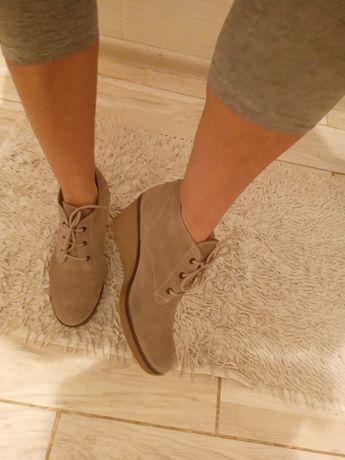 Крутейшие замшевые ботинки размер 40
