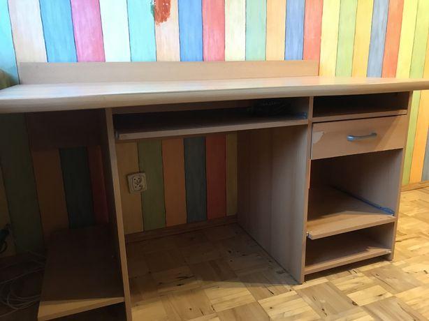 Biurko z jedną szufladą i podpórką na klawiaturę