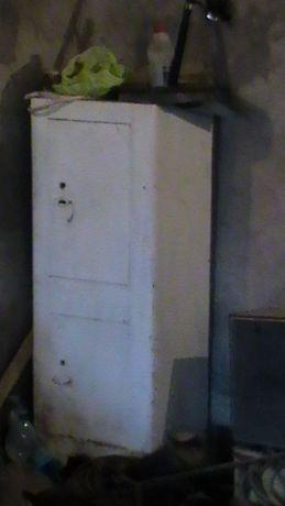 Продам сейф заводской двухсекционный