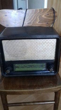Radio lampowe PROMYK 6171 z lat sześćdziesiątych XX wieku