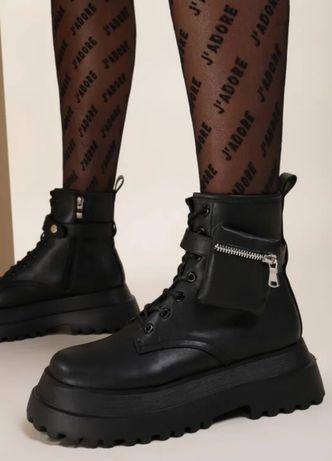 Черные ботинки на замке