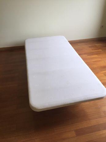 Tapi / Base de cama de solteiro