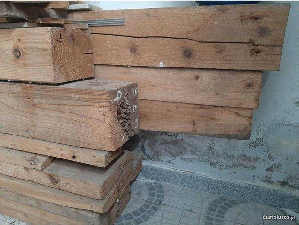 Vigas de madeira de vários tamanhos
