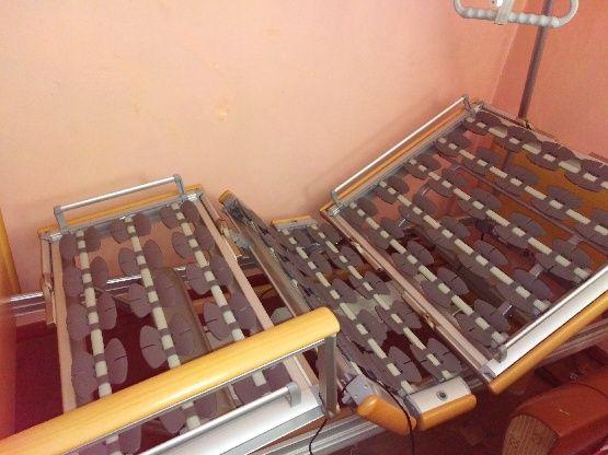 łóżko rehabilitacyjno-ortopedyczne z wysięgnikiem i dwoma materacami