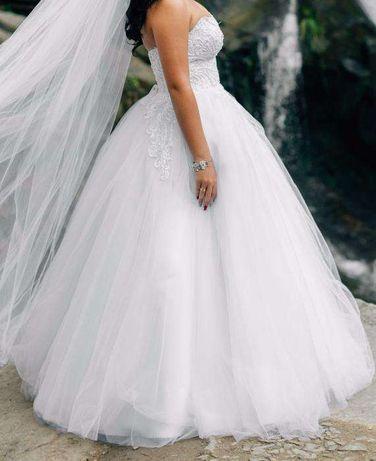 Весільне плаття свадебное платье сукня біла з відчіпними шлейками