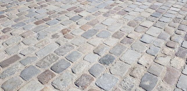 Starobruk kostka granitowa kamień polny granit ciety płomieniowany