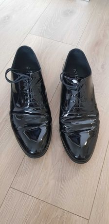 Buty lakierki ryłko 45