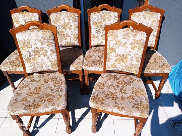 Drewniane, tapicerowane krzesła /Transport