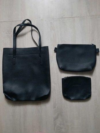 zestaw czarnych torebek.