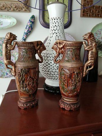 2  antigos jarros orientais