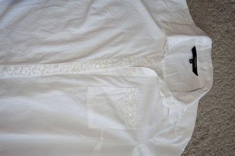 Reserved biała koszula z kieszenią i ozdobnymi koralikami