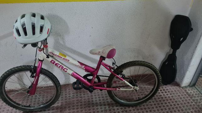 bicicleta criança berg capacete e skate