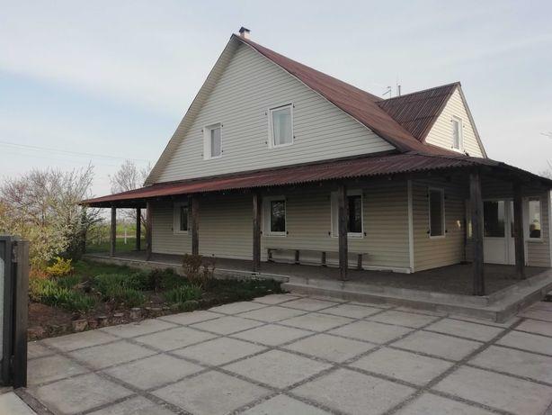 Продається будинок 2 поверхи.