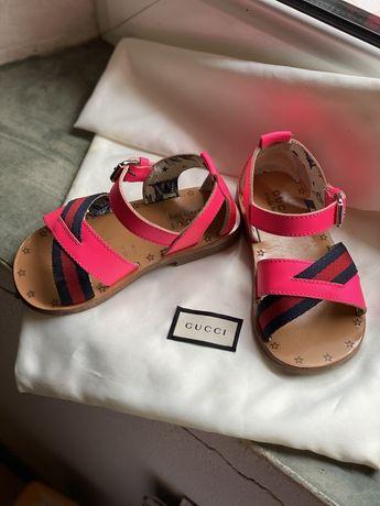 Sandálias Gucci