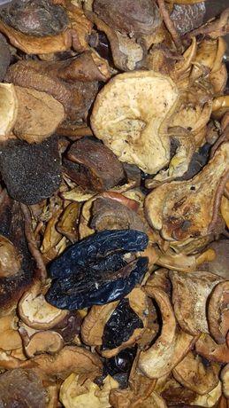 Сухофрукты на мясные пюре Тема/Hame, яблочные соки Мой