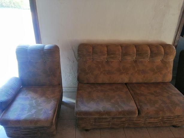 Vendo dois sofás antigos