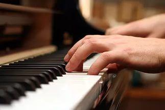 Настройка и мелкий ремонт пианино.