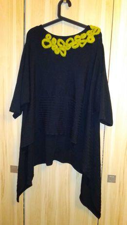 Czarne wełniane poncho peleryna