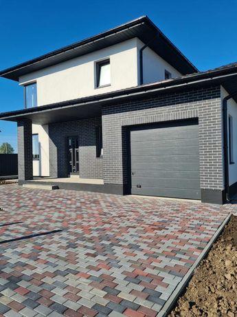 Новий будинок з гаражом  в Боратині  в супер місці