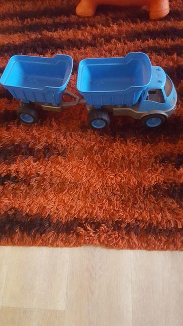 Samochód z przyczepą